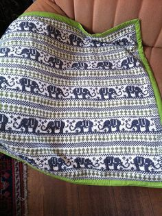 Knit elephant blanket, this looks extremely difficult. Not ready yet Fair Isle Knitting, Arm Knitting, Knitting Charts, Knitting For Kids, Knitting Stitches, Knitting Projects, Crochet Motifs, Knit Or Crochet, Crochet Baby