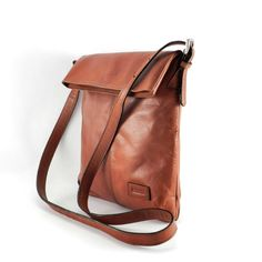 CROSSBODY BAG  Handmade in Bolivia in SAYARIs own Workshop    DESCRIPTION  Practical and easy-to-use leather crossbody bag. It may be slim but its