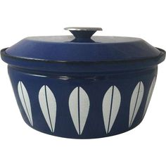 Vintage CATHRINEHOLM Norway Lotus Blue Dutch Oven Cooking Pot Pan w/ Lid 10.5' Mid Century Danish Modern White Cookware