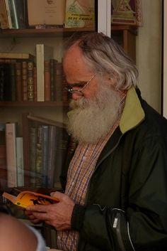 14 de enero de 2014. Hombre que lee. http://traducarte.wordpress.com/gente-que-lee/14-de-enero-de-2014-hombre-que-lee/