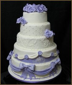 Gorgeous wedding cake with amazing detail :D