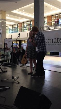 Ed surprises fan singing his song at the West Edmonton Mall  in Alberta Canada.  This is so wonderful of him!   :)