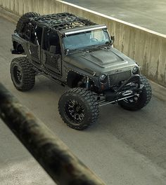 Full Metal Jacket Jeep.Beautiful and powerful Jeep made by American company Starwood Motors. Jeep Wrangler was converted into an off-road monster with 3.6-liter V-6 engine and bulletproof suspension. It took more than 100 hours to complete the project. On the road, Full Metal Jacket Custom Jeep rides as soft as a luxury car.