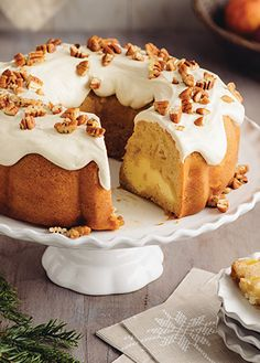 Apple thread, cream cheese and nuts - Christmas recipes Recipe for making apple thread with cream ch Apple Recipes, Sweet Recipes, Mexican Food Recipes, Cupcakes, Cupcake Cakes, No Bake Desserts, Delicious Desserts, Pecan Pie Cake, Nothing Bundt Cakes
