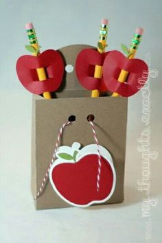I like the apple pencil toppers Back To School Party, 1st Day Of School, School Teacher, School Gifts, Student Gifts, Diy And Crafts, Arts And Crafts, Paper Crafts, Teacher Appreciation Gifts