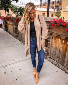 Chunky fall sweaters are even better when they're on sale 🤗🍁 Get OFF site wide with code 🍂 and make sure to snag this ribbed… Source by sweater outfit Mode Outfits, Casual Outfits, Fashion Outfits, Womens Fashion, Fashion Ideas, Fashion 2016, Fashion Sale, Hijab Fashion, Fashion Brands