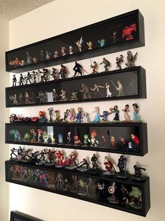 geek with curves: Disney Infinity Figure Display Amiibo Display, Funko Pop Display, Toy Display, Display Shelves, Display Cases, Display Ideas, Display Wall, Display Design, Storage Shelves