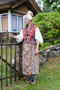 Eesti Rahvarõivad > Ruhnu naine Estonian Folk Costumes > Ruhnu woman