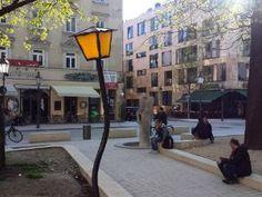 Schwabing-Tour: 10 Tipps für Entdecker - Der Wedekindplatz mit Laterne in Schwabing