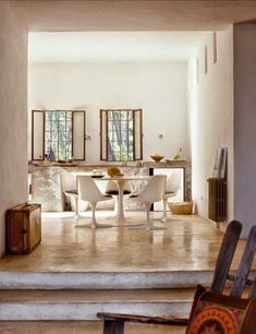A Spanish Villa in Ibiza is a combination of modern design, rustic rouge and a vintage ficade. We adore the clean lined architecture This beautiful villa Dining Room Design, Dining Area, Interior Design Inspiration, Home Decor Inspiration, Kitchen Interior, Interior And Exterior, Interior Natural, Modern Rustic, Mid-century Modern