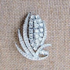 GORGEOUS VINTAGE PIN SILVER TONE CLEAR RHINESTONES LOOK OF FINE JEWELRY BROOCH #Unbranded