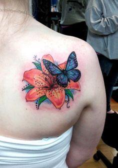 45 Small Butterfly Tattoos on Back - Schmetterling tattoo - Butterfly With Flowers Tattoo, Lily Flower Tattoos, Butterfly Tattoo On Shoulder, Back Of Shoulder Tattoo, Butterfly Tattoo Designs, Shoulder Tattoos, Rose Tattoos, Body Art Tattoos, Blue Butterfly