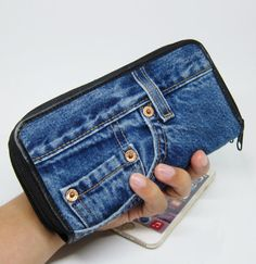 When youre looking for the wallet is not the same as anyone else. This is the wallet that you must have to use it. When you use everyone must look and asked about it..! A wallet with stripe denim jeans design pretty unique. Durable, we pay attention to every detail. Denim fabric soft use