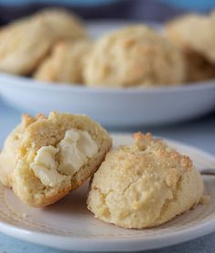 Almond Flour Drop Biscuits are light, fluffy and super quick to prepare. Only six ingredients & twenty minutes to make these. Biscuit Muffin Recipe, Low Carb Biscuit, Low Carb Bread, Almond Flour Biscuits, Almond Butter Cookies, Almond Flour Recipes, Healthy Biscuits, Homemade Biscuits Recipe, Keto Biscuits