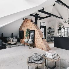 credit Get motivated to design the home of your dreams with our inspiring looks and practical decorating tips. decoration interieur home decoration decoration salon Loft Interior Design, Loft Design, Interior And Exterior, House Design, Exterior Design, Brick Interior, Design Homes, Modern Interior, Casa Loft