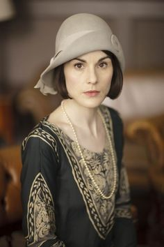 Mary's cloche hat in season 6. Learn more about Downton Abbey fashion at VintageDancer.com