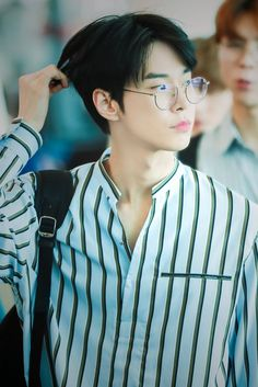 ❝There is a big difference between passionate people who want to read… # Fiksi Penggemar # amreading # books # wattpad Nct Johnny, Johnny Seo, K Pop, Winwin, Taeyong, Nct 127, Christian Boyfriend, Kim Dong Young, Zen