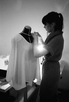 Die Berliner Modewoche findet so früh im Jahr statt, dass die Designer ihre Kollektion oft erst am Tag vor der Präsentation fertigstellen können.  |  © Carsten Lang