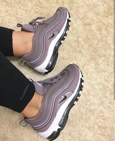 sale retailer ab5eb fe320 Nike Air Max 97 in dunkel lila dark mauve    Foto  mrs.
