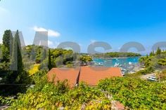 Apartment Kiwi Cavtat Located 600 metres from Cavtat Promenade in Cavtat, this apartment features a patio. The air-conditioned unit is 400 metres from Cavtat Bus Station. The apartment overlooks the sea and features a kitchen with a dishwasher.