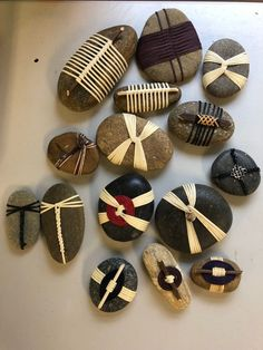 Stone Crafts, Rock Crafts, Diy Crafts To Sell, Fun Crafts, Arts And Crafts, Antler Art, Stone Wrapping, Rock Decor, Beach Crafts