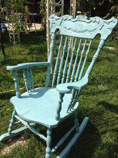 La sedia a dondolo di una cliente dopo il restyling.