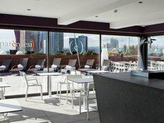 Bar piscina hotel SB Plaza Europa. Decoración Alado