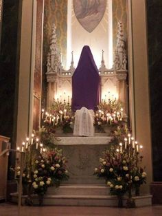 Holy Thursday, Altar of Repose, with Lavender and Ivory Roses, Snapdragons, and Lilies. Holy Thursday Catholic, Church Decorations, Holy Rosary, Church Flowers, Ivory Roses, Palm Sunday, Holy Week, Church Ideas, Religious Art