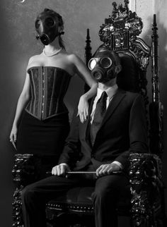 Only if the Court of Owls wore owl-shaped gas makes. Something about gas masks that make me all warm and fuzzy. Gas Mask Art, Masks Art, Gas Masks, Ep Logo, Le Joker Batman, Poses References, Dark Photography, Macabre, Dark Fantasy