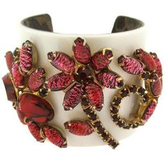 Preowned Katherine Alexander Red Foil Glass Cuff Bracelet ($466) ❤ liked on Polyvore featuring jewelry, bracelets, red, abstract jewelry, cuff jewelry, hinged cuff bracelet, preowned jewelry and flower cuff bracelet