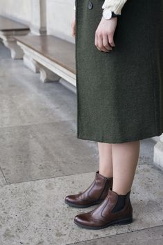 chelsea boots Green Coat, Army Green, Knit Dress, Chelsea Boots, Midi Skirt, Turtle Neck, Skirts, Shoes, Dresses