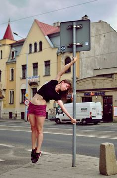 Pole dancers will pole anywhere they can! Pole Dance Moves, Pole Dancing Fitness, Pole Fitness, Aerial Hoop, Aerial Silks, Aerial Arts, Figure Poses, My Gym, New Hobbies