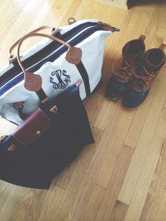 Longchamp, monogram, and Bean boots. To be all Chandler Bing about it, could this picture BE any preppier? Moda Outfits, Preppy Outfits, Prep Style, My Style, Preppy Girl, Louis Vuitton, Travel Style, Travel Bag, Purses And Bags