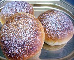 La ricetta dell'iris al forno, dolce tipico della pasticceria siciliana catanese consistente in un panino ripieno di crema di ricotta da gustare a colazione
