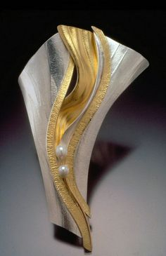 Betty Helen Longhi Exhibiting member in Metal Photo by Michael Cunningham Jade Jewelry, Modern Jewelry, Metal Jewelry, Silver Jewelry, Unique Jewelry, Silver Bracelets, Silver Ring, Jewelry Crafts, Jewelry Art
