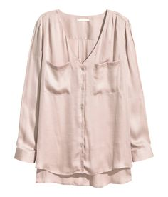 Pink long-sleeved, V-neck blouse with chest pockets & side slits. Conscious Collection; Made partly from recycled polyester. | H&M Pastels