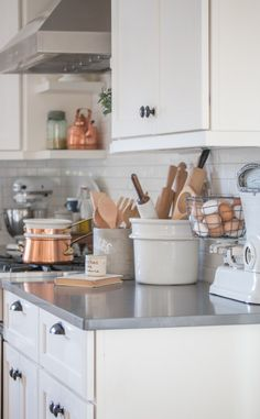 Thoughts on home decor decorating trends and how to find your own decorating style. Love the home you have and let it tell your story! Mexican Style Kitchens, Copper Decor, Farmhouse Kitchen Decor, Decorating Kitchen, Rustic Kitchens, Transitional Decor, Trendy Home, Decoration Table, Home Decor Trends
