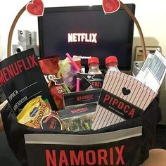 Holidays and Events Bff Gifts, Best Friend Gifts, Bff Birthday Gift, Movies Box, Diy Gifts For Boyfriend, Creative Gifts, Gift Baskets, Diy And Crafts, Valentines Day