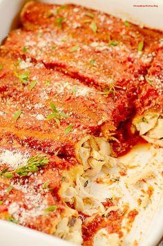 Panquecas de Frango com Molho de Tomate e Ervas -- uma receita fácil e rápida de fazer, ideal para dias corridos.