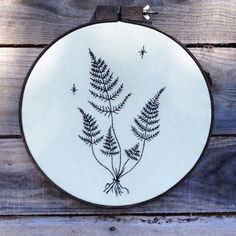 this piece is framed in a 18 inch hoop #embroidery #handembroidery #wallart #homedecor #crafts #chainstitchembroidery #lllilllstitches by llllllllillllllll