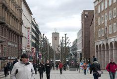Auch bei Schmuddelwetter immer einen Besuch wert: Die Königstraße Stuttgart, eine der längsten und meist frequentierten Einkaufsmeilen in Deutschland. Mit unzähligen Boutiquen, Restaurants und Cafés bildet sie das Highlight in #Stuttgart City. Und das Beste: Sie ist gut von der Liederhalle aus zu erreichen. www.kongresszentrum-stuttgart.de/details/lage