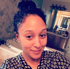 Tamera Mowry shows off gorgeous natural hair after criticism about her interracial marriage. Click h Natural Hair Inspiration, Natural Hair Tips, Natural Hair Styles, Natural Girls, Au Natural, Natural Beauty, Tamera Mowry, Interracial Marriage, Beautiful Haircuts