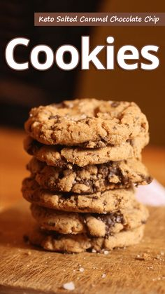 Caramel chocolate chip cookies that won't budge your waistline! Keto salted caramel chocolate chip cookies are a bit healthier, but delicious! This cookie recipe is low in sugar and high in flavor! Caramel Chocolate Chip Cookies, Keto Chocolate Chips, Salted Caramel Chocolate, Chocolate Caramels, Homemade Chocolate, Chocolate Cake, Chocolate Coffee, Low Carb Desserts, Low Carb Recipes