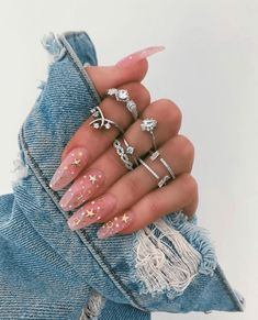 10 Nail Inspiration Pics To Take To Your Nail Tech - - - Nail inspiration helps make choosing what color to get on your nails less difficult! If you're having trouble choosing, we've got 10 nail inspiration pics for your next visit. Diva Nails, Aycrlic Nails, Cute Nails, Coffin Nails, Star Nails, Glitter Nails, Pretty Gel Nails, Nail Nail, Pointy Nails