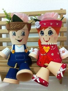 Preis der 2 Puppen Paar romantische Puppen Wert des Paares Made with . Clay Pot Projects, Clay Pot Crafts, Diy Clay, Diy And Crafts, Shell Crafts, Terracotta Flower Pots, Clay Flower Pots, Clay Pots, Flower Pot People