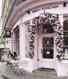 #Chelsea in pink  Super capture by @prettycitylondon ... enjoy it!  || #thisislondon. by london