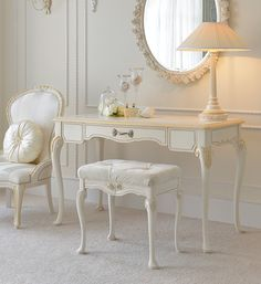 Classic Ivory and Gold Italian Dressing Table