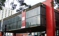 Museu de Arte de São Paulo Assis Chateaubriand, ou MASP, é um ícone arquitetônico da cidade de São Paulo e um museu com exposições e eventos o ano todo. Sempre vale conferir sua programação.