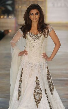 Indian Bollywood actress Aishwarya Rai displays a creation by Indian designer Manish Malhotra during the first day of the HDIL India Couture Week in Mumbai on October India is hosting its third couture week. Mode Bollywood, Indian Bollywood Actress, Bollywood Stars, Bollywood Fashion, Bollywood Bridal, Bollywood Lehenga, Bollywood Dress, Aishwarya Rai, Indian Dresses
