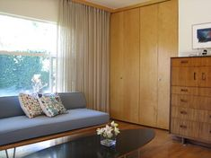 Frank Lloyd Wright Window Treatments | Mid-Century Modern Architectural House modern bedroom